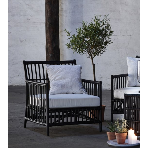 Caroline lounge chair - sort rattan