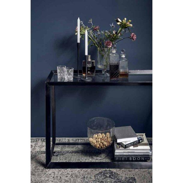 Konsolbord med glashylde top og bund.